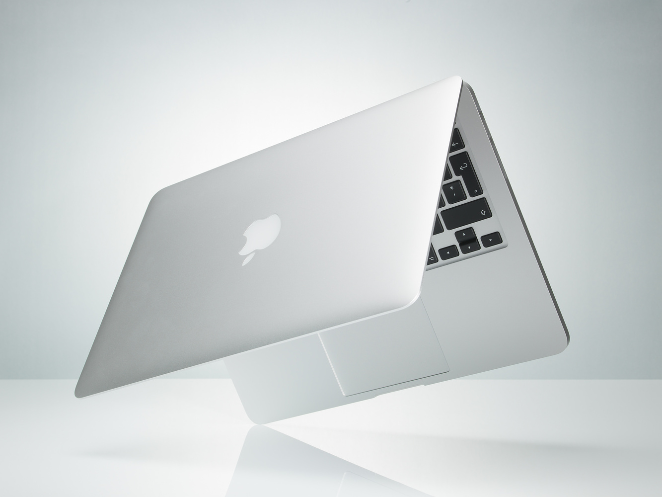 Macbook Pro product shot by Markus Pettersson