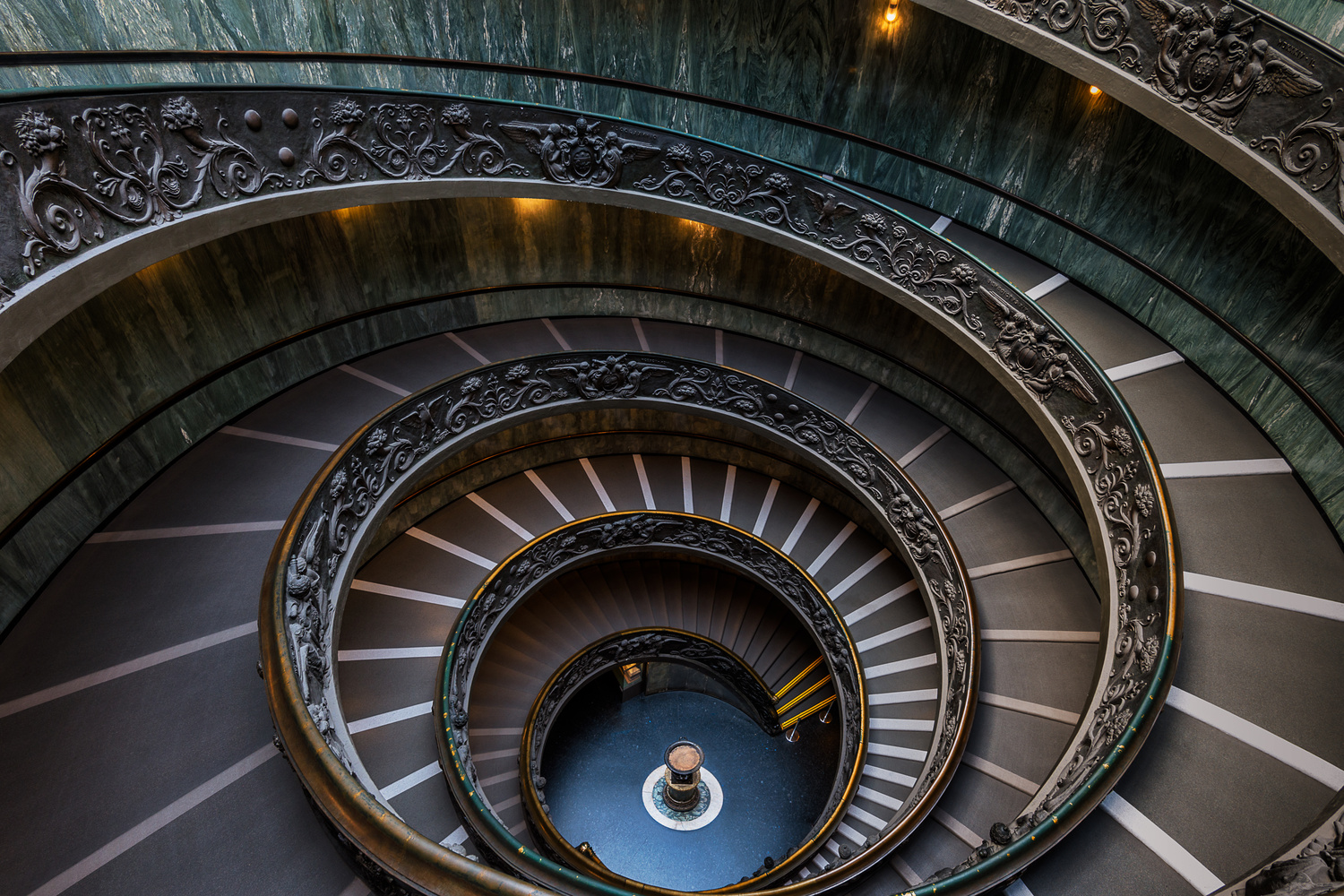 The Modern Bramante Staircase by Chris Ward