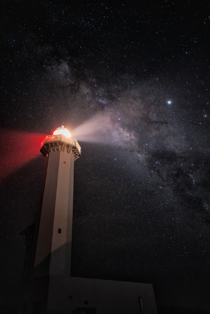 Light up the starry sky by Shumon Saito