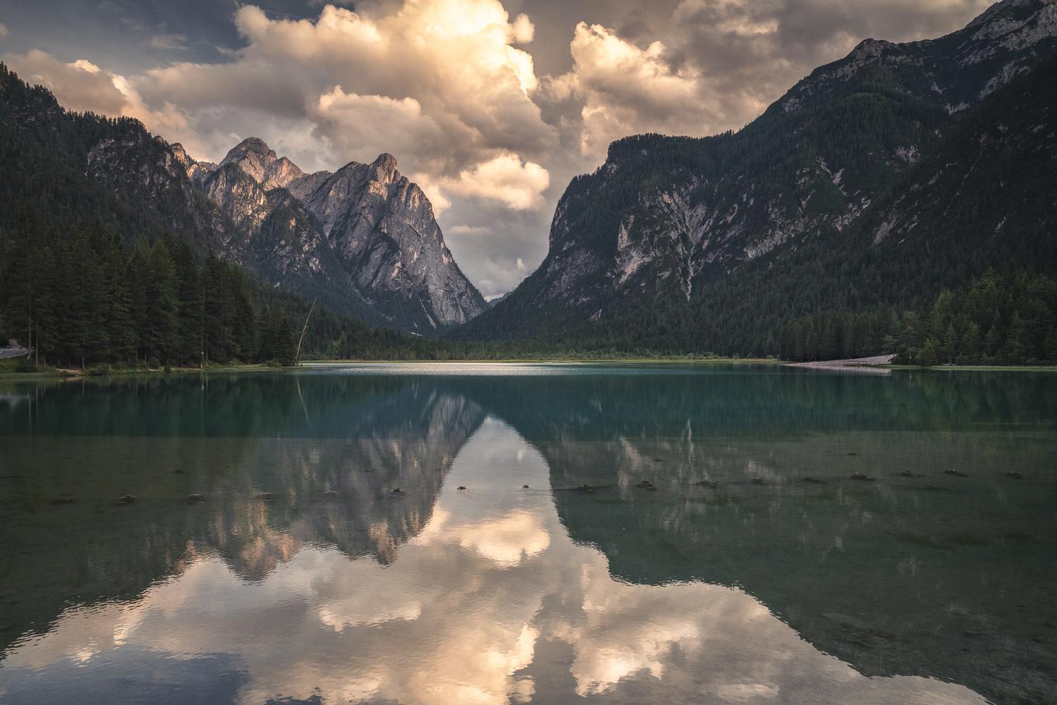 On the lakeside by Shumon Saito