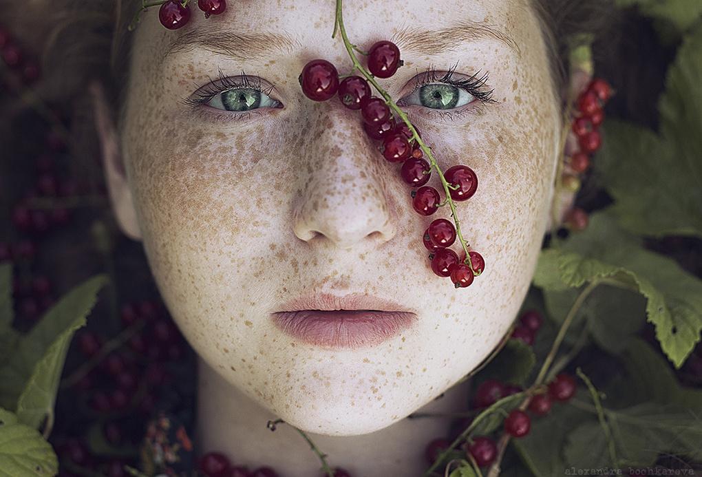 Currant by Alexandra Bochkareva