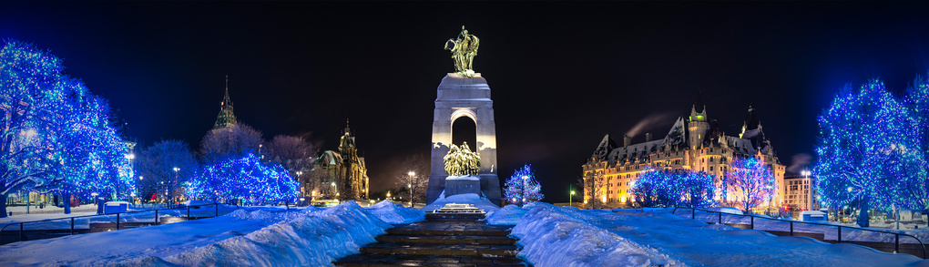 Christmas Lights - National War Memorial of Canada, Ottawa by Manfred Mueller