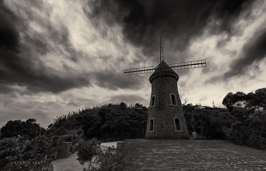 Dark windmill by Toni Tsay