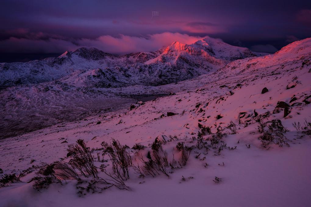 Snowdon summit sunrise by Tomasz Janicki