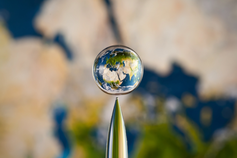 [Pics] Planets Caught Inside Of Water Drops