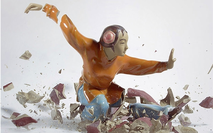 [Pics] Shattering Figurines at the Moment of Impact