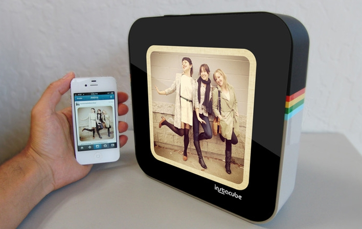 Instacube: The Beautiful Pictureframe That Streams Your Instagram Photos
