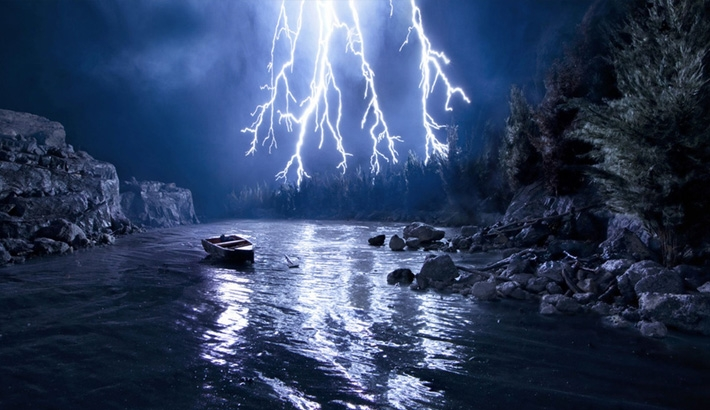 This Beautiful Lightning Storm is Really a Miniature Fake