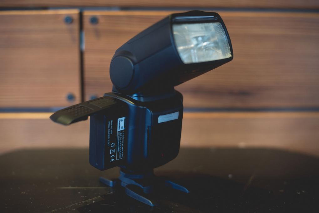 Fstoppers Reviews - Neewer TT850 Li-Ion Flash