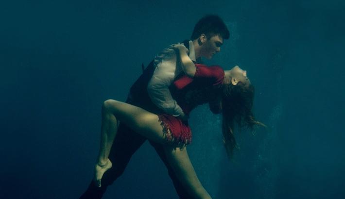 Underwater Tango: Stunning Portraits by Katerina Bodrunova