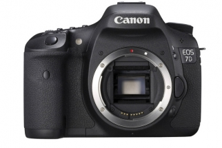 Canon 7D Fire Sale: $500 off Body-Only, $600 off Lens Bundle