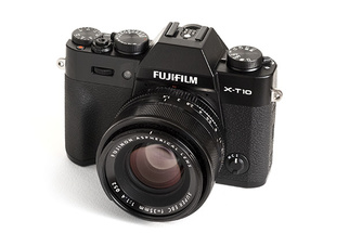 Fstoppers Reviews the Fujifilm X-T10