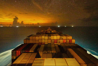 Brilliant 4K Time-lapse Day in the Life of the Gunhilde, a Maersk Container Ship