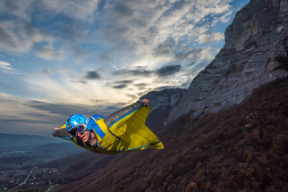 Using Flash to Light a Wingsuit Jumper