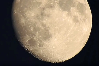 The Nikon P900 and Its Crazy Zoom Lens Takes Us All the Way to the Lunar Surface
