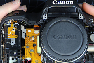 LensRentals Disassembles the New Canon 5D Mark IV