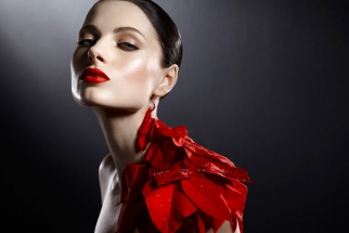 [BTS Video] Kevin Kozicki Uses Pointsettias For High End Beauty Photos