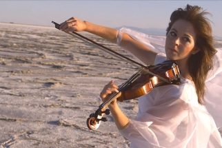 Go Behind The Scenes With Dubstep Violinist Lindsey Stirling As She Edits Her Own Music Video