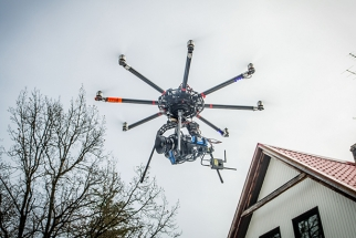 Watch Amazing 5K Aerial Footage Shot with Custom Stabilizing Gimbal