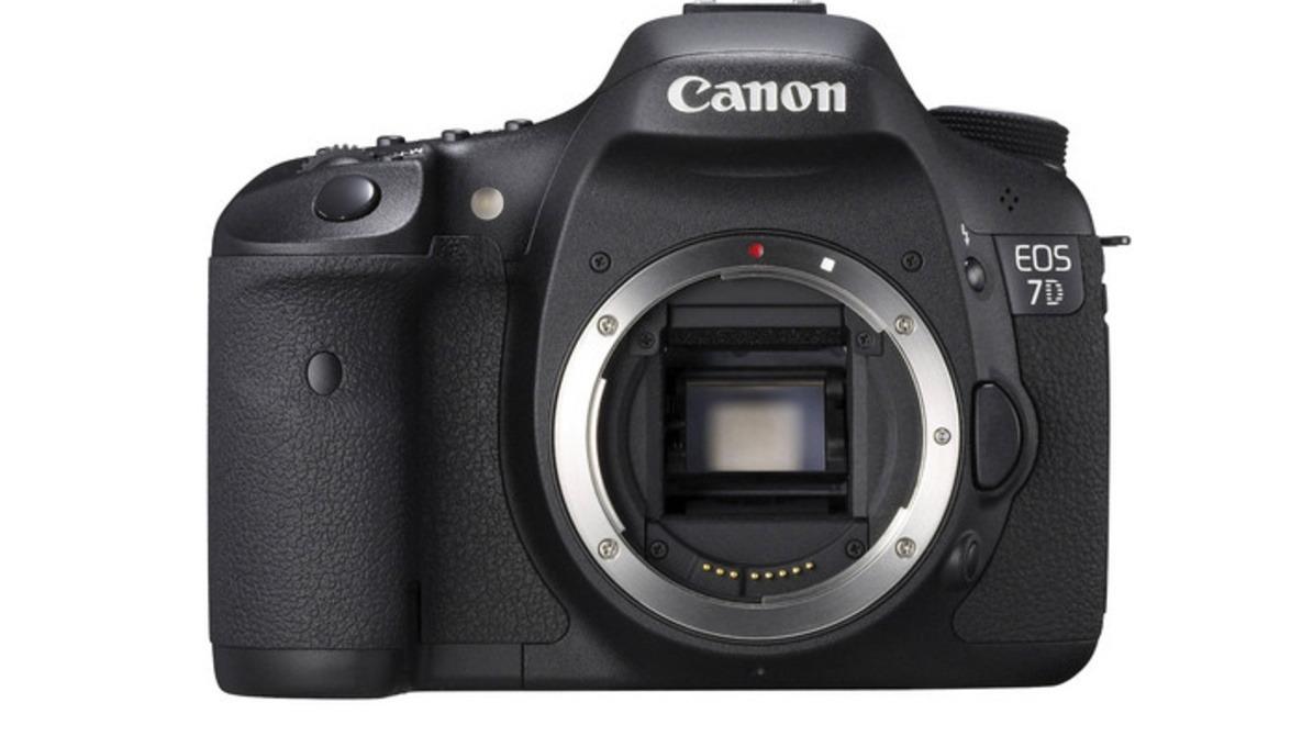 Canon 7D Fire Sale: $500 off Body-Only, $600 off Lens Bundle