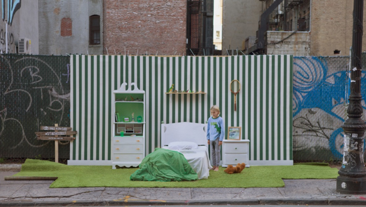 #SETINTHESTREET Overtakes New York With Elaborate Environmental Studios