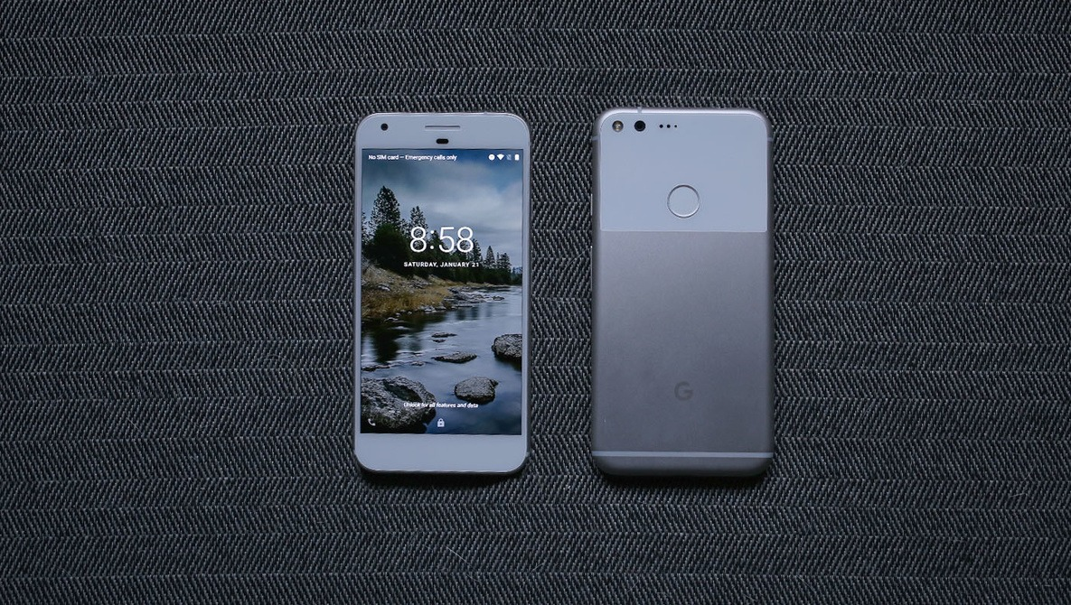 Fstoppers Reviews the Google Pixel, a True iPhone Killer