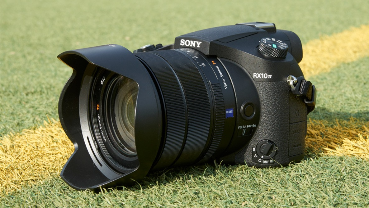 First Hands-On Impressions of the Sony RX10 IV, the All-In-One