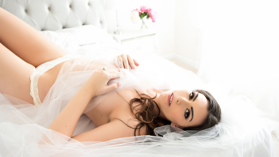 How to Gain Boudoir Clients From Wedding Expos