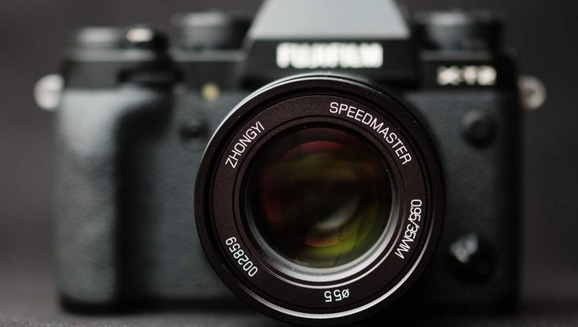 Fstoppers Reviews the ZhongYi Mitakon Speedmaster 35mm f/0.95 for Fujifilm