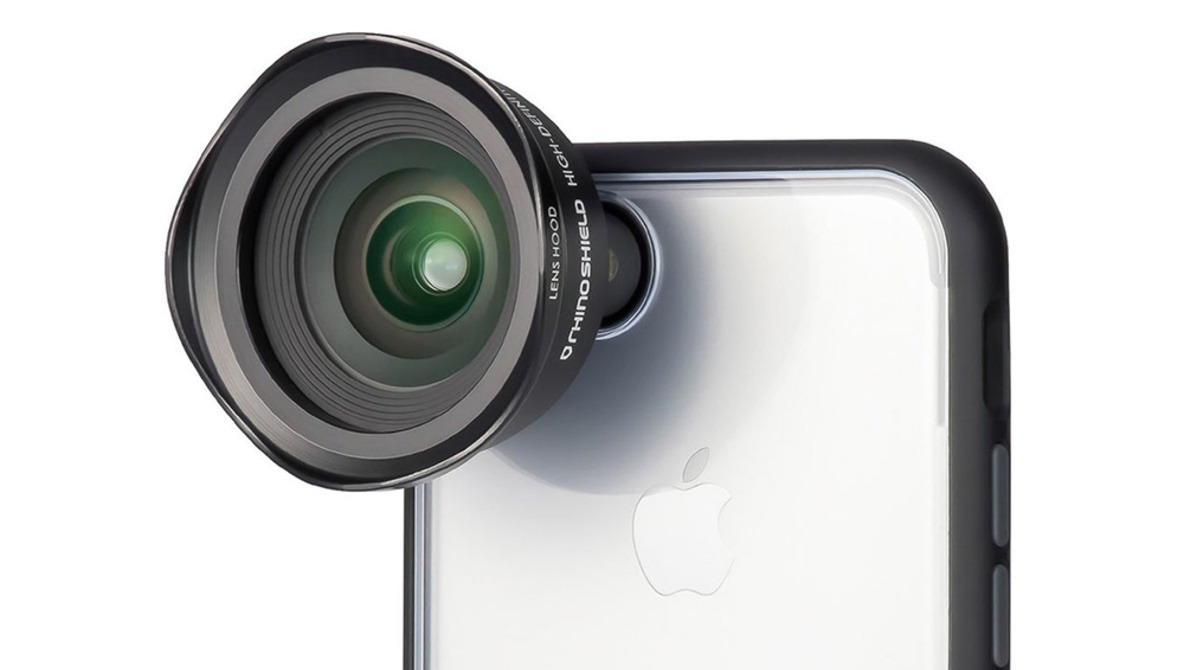Fstoppers Reviews RhinoShield 0.6X HD Wide-Angle Lens for the iPhone