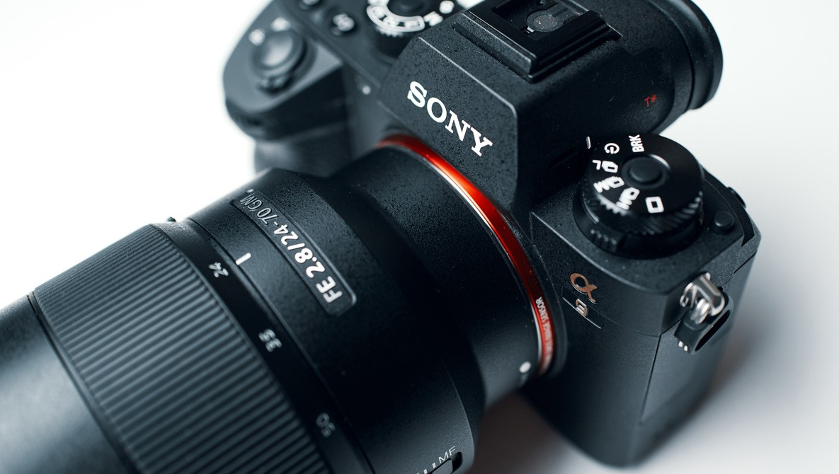 The Mirrorless Camera That Rivals the Pro DSLRs: Fstoppers Reviews the Sony A9