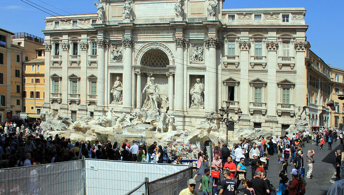 Selfie Dispute at Trevi Fountain Turns Into Brawl