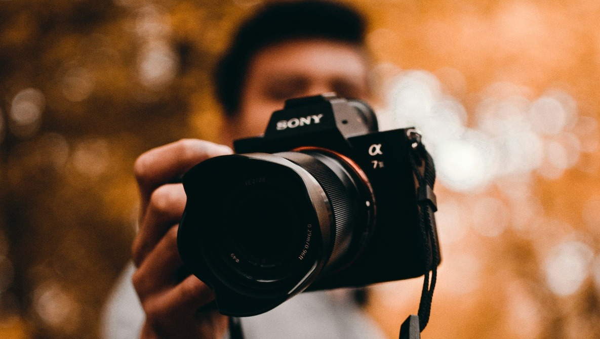 Mirrorless Still Has a Significant Weight Advantage Over DSLRs