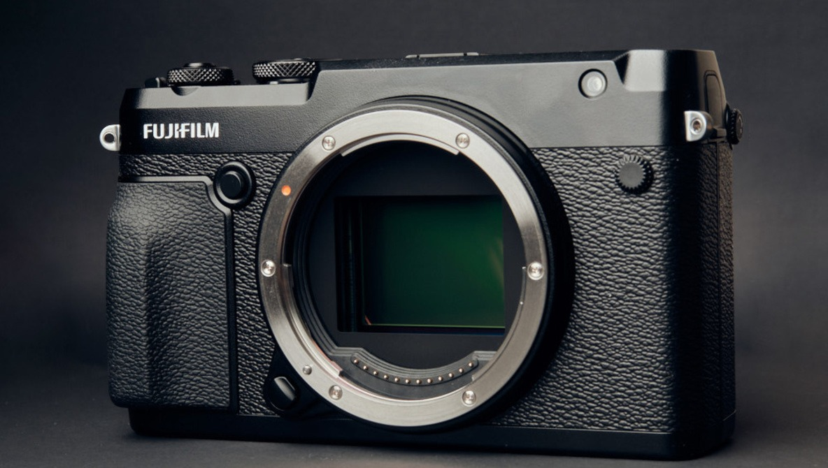 Fstoppers Reviews the Fujifilm GFX 50R: Medium Format for the Masses