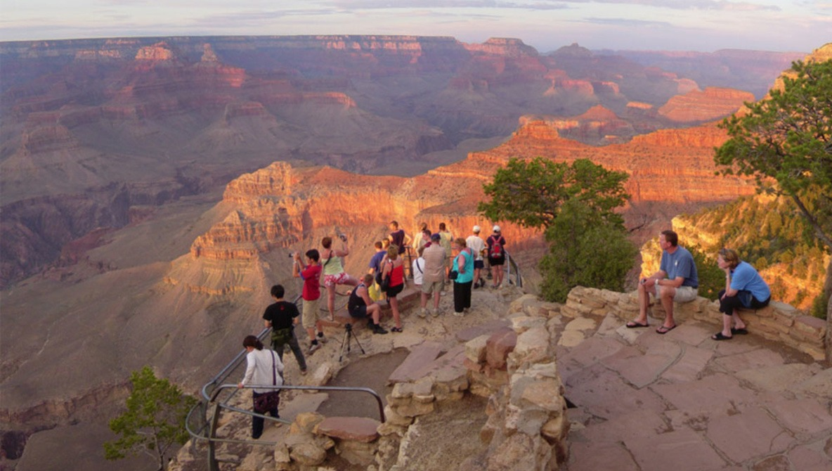 Tourist dead after taking photos, falling at Grand Canyon