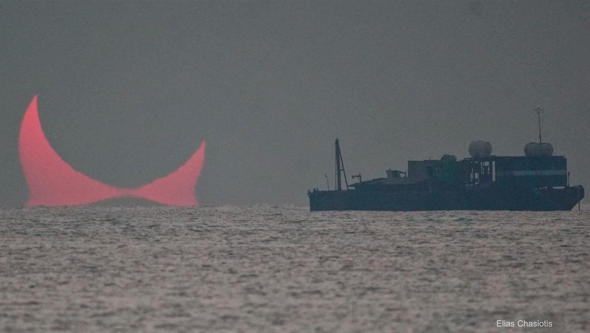 """""""Evil Eyes"""" Sunrise Captured During Solar Eclipse"""