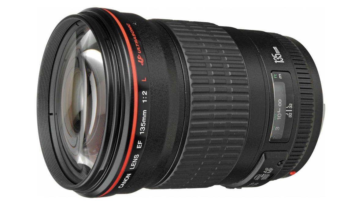 Canon Files Patent for Crazy 135mm f/1.4 Lens