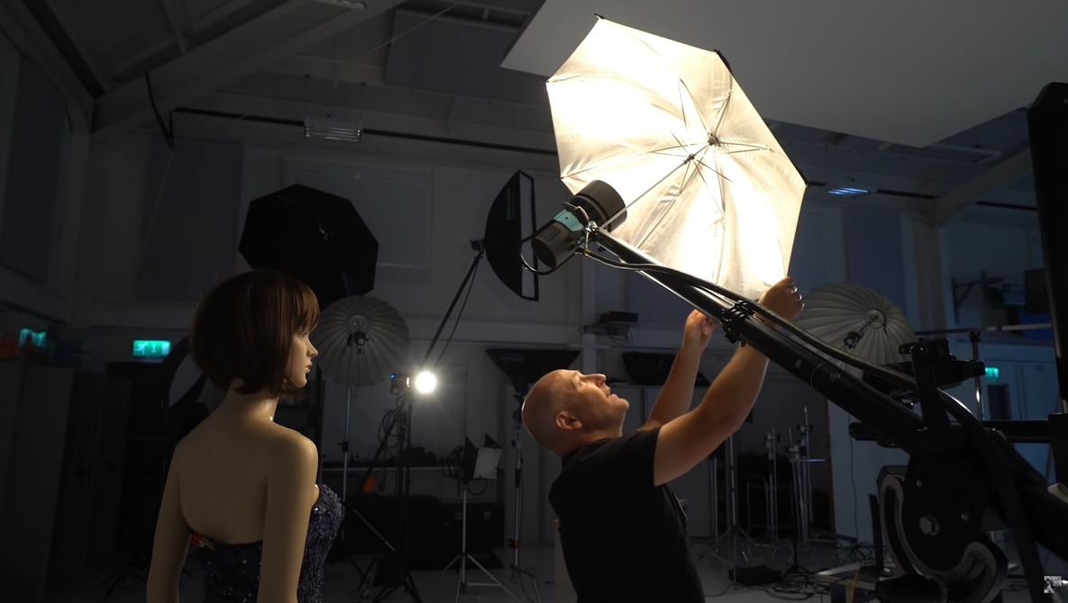 Umbrella or Beauty Dish: Which is Best for Your Portraits?