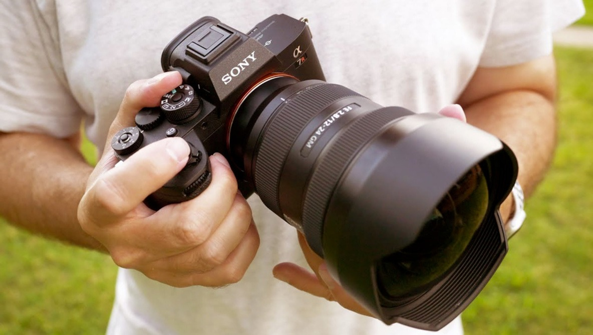 Why Is Sony's New Wide-Angle Lens so Expensive and Is It Worth the Money?