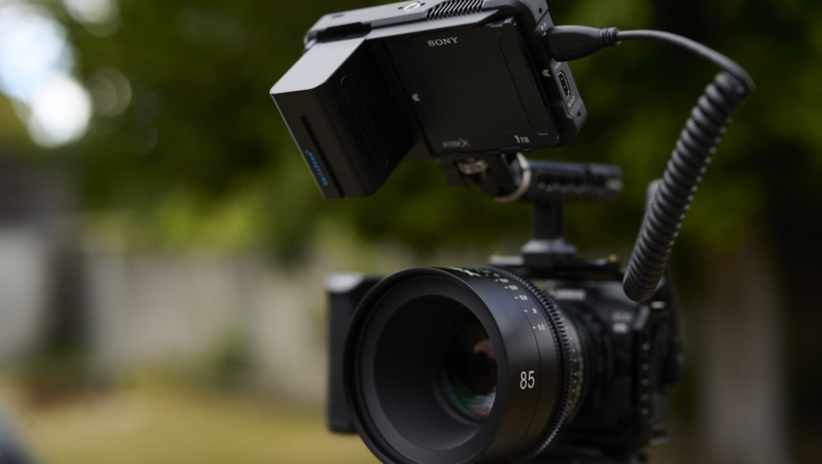 3 Reasons To Use An External Monitor When Shooting Video