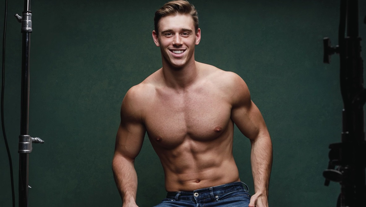 Learn How to Create This Three-Light Setup for Featuring a Model's Physique