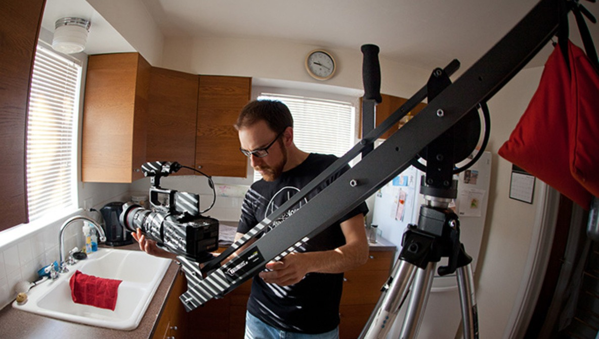 Fstoppers Review Of The Taurus Jr. Heavy Duty Jib, A ProAm Crane That's Great For Interiors