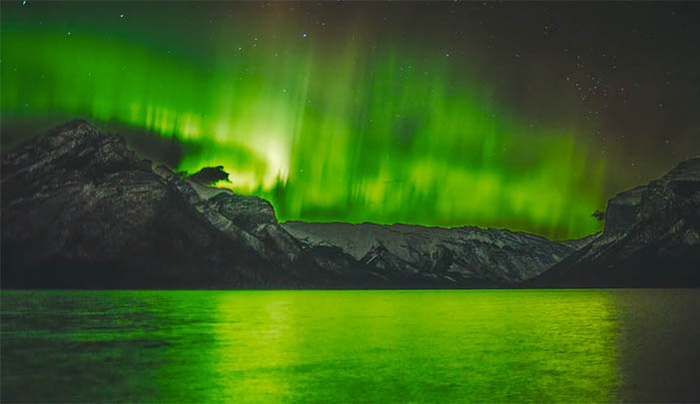 Two Years and Nearly 7,000 Photos of Canada's Northern Lights in Three Minutes