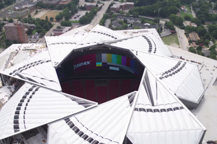 Atlanta stadium debuts its roof that opens and closes like for Mercedes benz stadium price