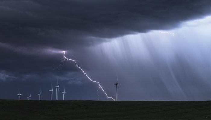 How to Take Striking Lightning Photos