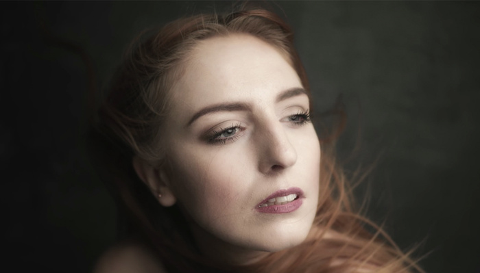 How to Shoot Shallow Depth of Field Portraits in Studio With Flash