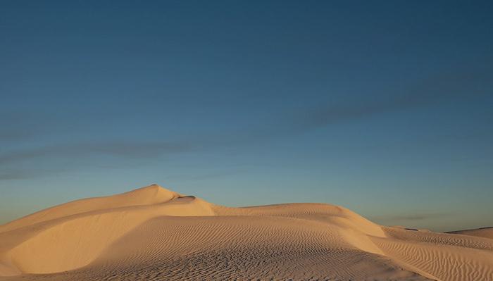 Creating Minimalist Landscape Photographs With Sand Dunes