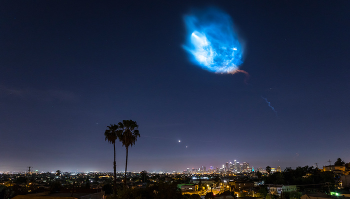 Beautiful Time-Lapse Video of the SpaceX Falcon 9 Rocket Launch Over Los Angeles