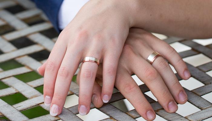 Despite Multiple 'Best of Weddings' Awards, Multiple Couples Claim Wedding Photographer Never Delivered