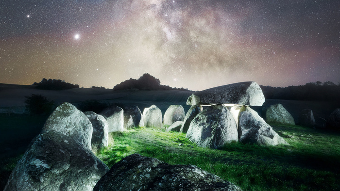 How to Create a Dramatic Effect in Your Landscape Photography by Using Light Painting